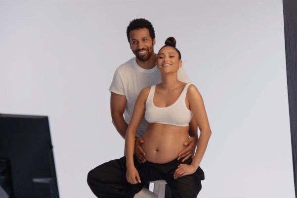 Shay Mitchell embarazada por todo lo alto… ¡con serie incluida!