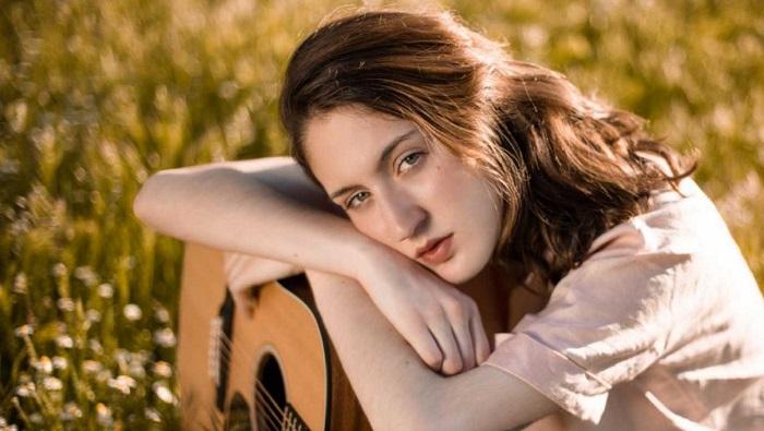 Conoce a Ainoa Buitrago: la nueva revelación de la música de autor