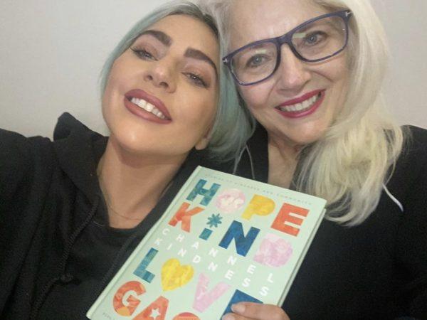 'Channel Kindness': el inspirador libro de Lady Gaga y Cynthia Germanotta