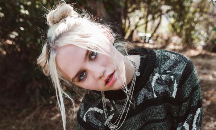 Conoce a la artista pop Carlie Hanson y su nuevo EP