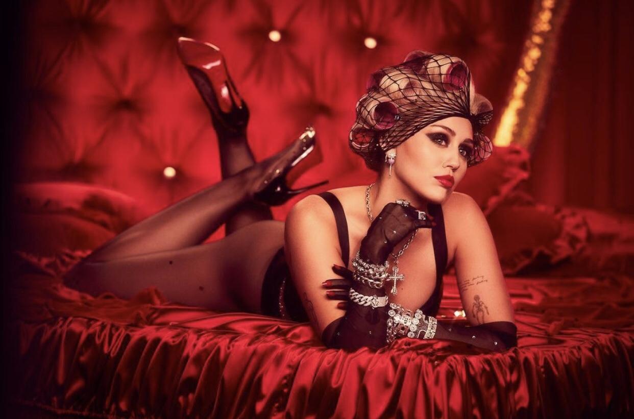 'Plastic Hearts': Miley nos lleva a la época más rockera de los 80
