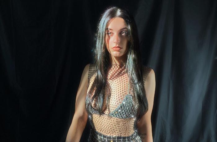 Tina Pámpano se supera con 'Nightshift', su último single R&B en español